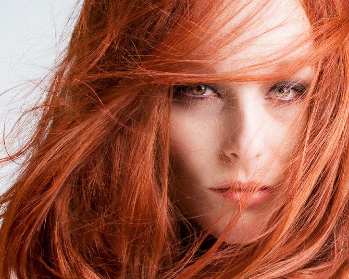 девушки с огненным цветом
