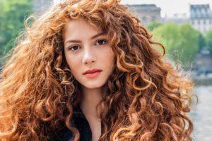 Кудрявые волосы от природы девушек