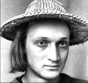 Гоша Куценко с волосами в шляпе