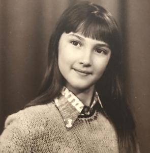 Лера Кудрявцева с темными волосами