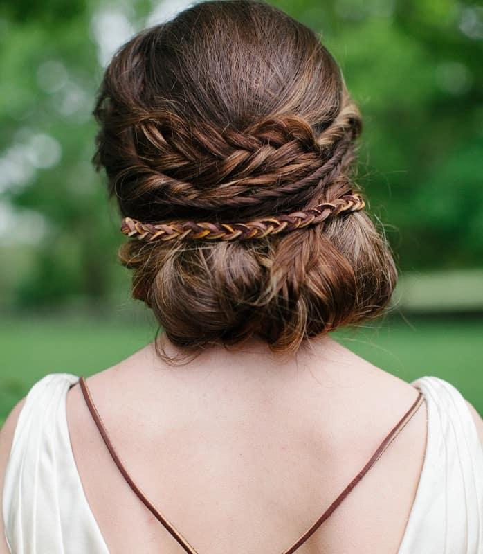 Плетение волос внизу в стиле Ренессанс