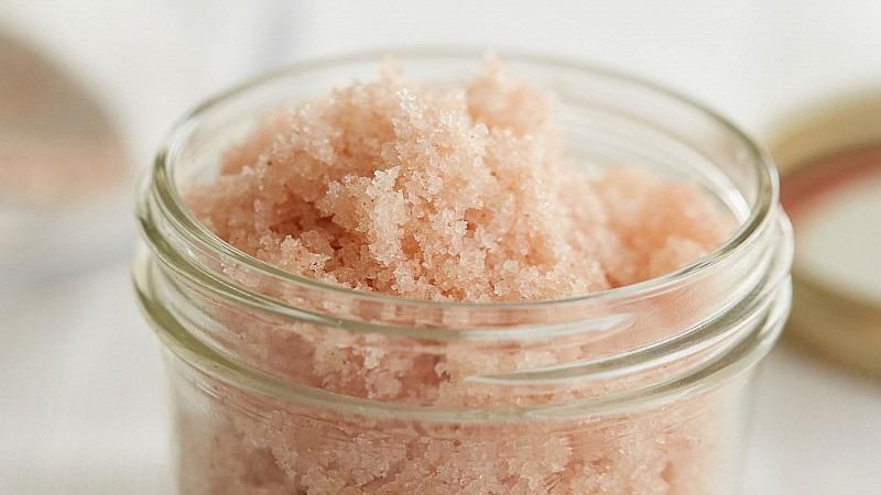 Скраб с солью и луком
