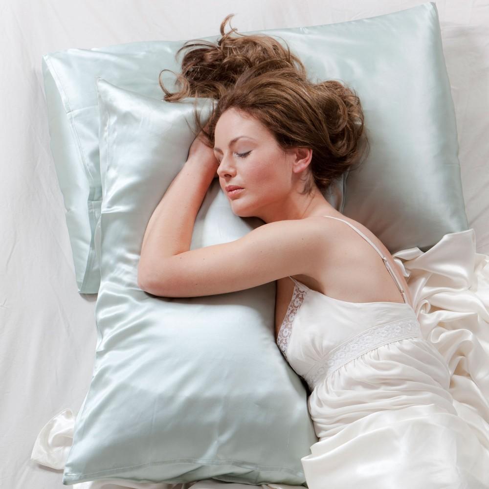 спать на шелковой наволочке