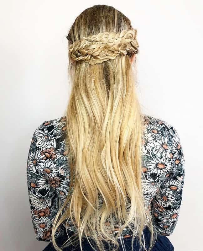 Светлые косы в стиле Ренессанс