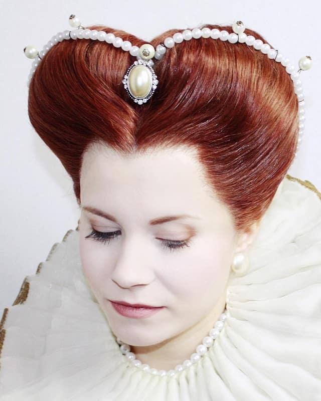 Волосы в форме сердца на лбу