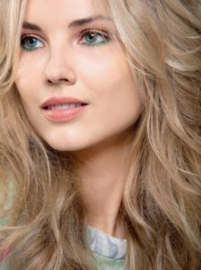 Цвет волос голубые глаза светлая кожа какой подойдет
