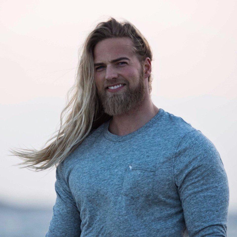 фото Длинные волосы викингов в настоящее время