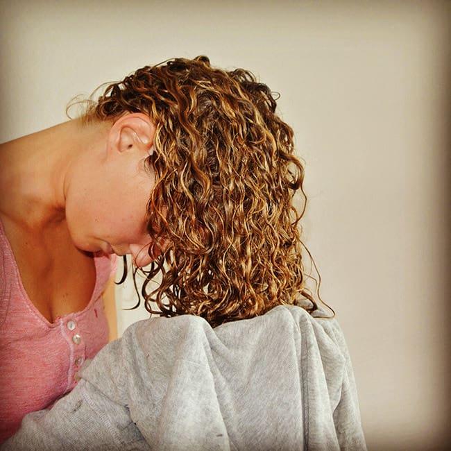 Как высушить вьющиеся волосы без диффузора