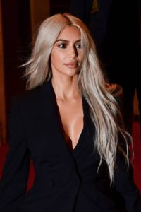 Ким Кардашьян белые волосы