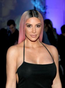 Ким Кардашьян волосы розовые