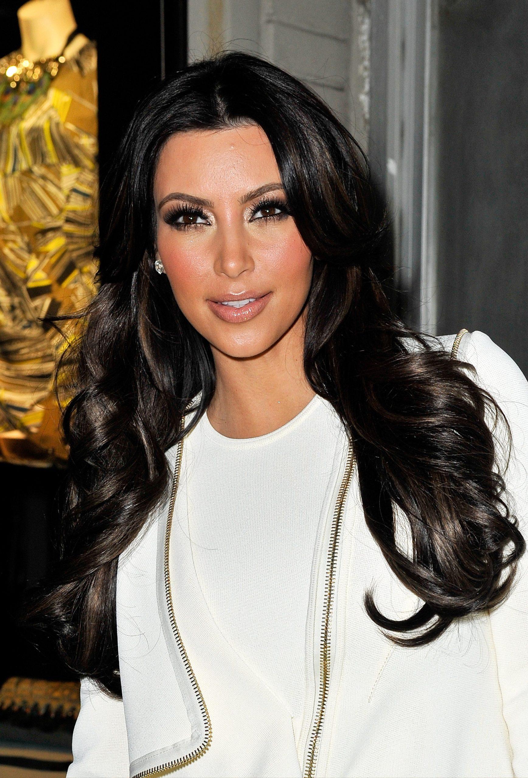 Ким Кардашьян волосы