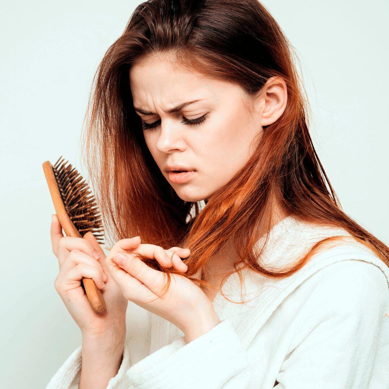 Лезут волосы у женщин