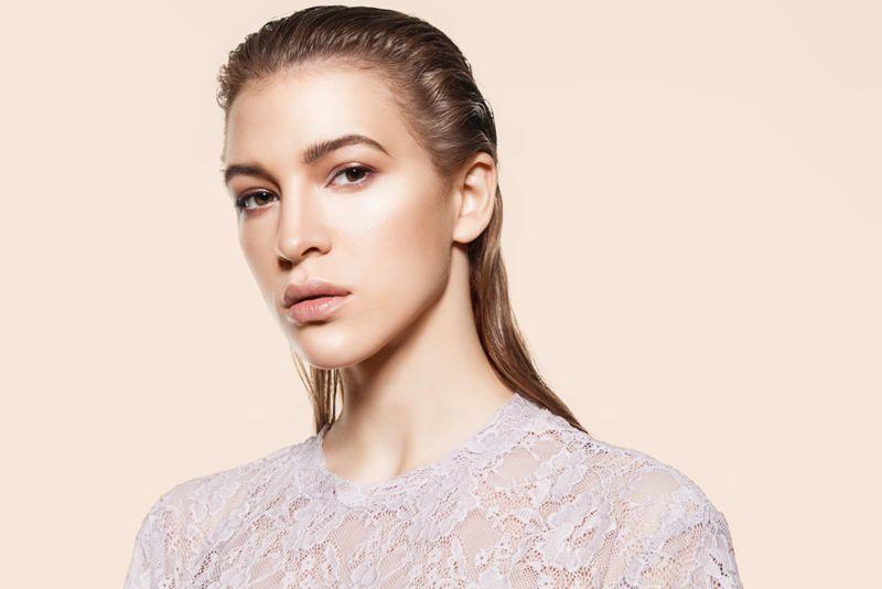 Глянцевые волосы тренд 2021 года