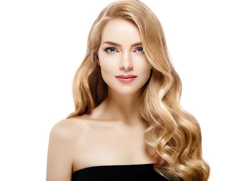 Маслянистый блондин будет модным цветом в 2021
