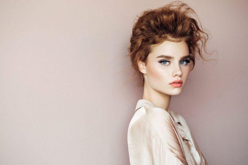 Начните с чистых волос без каких-либо продуктов.Добавьте масло жожоба или арганы, чтобы волосы стали блестящими и мягкими