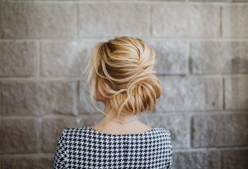 Шиньон на волнистые волосы