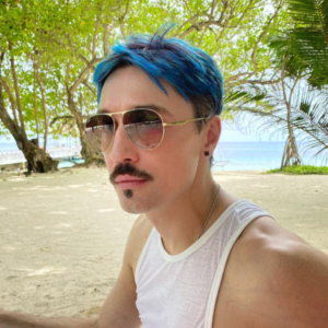 Билан фото синие волосы