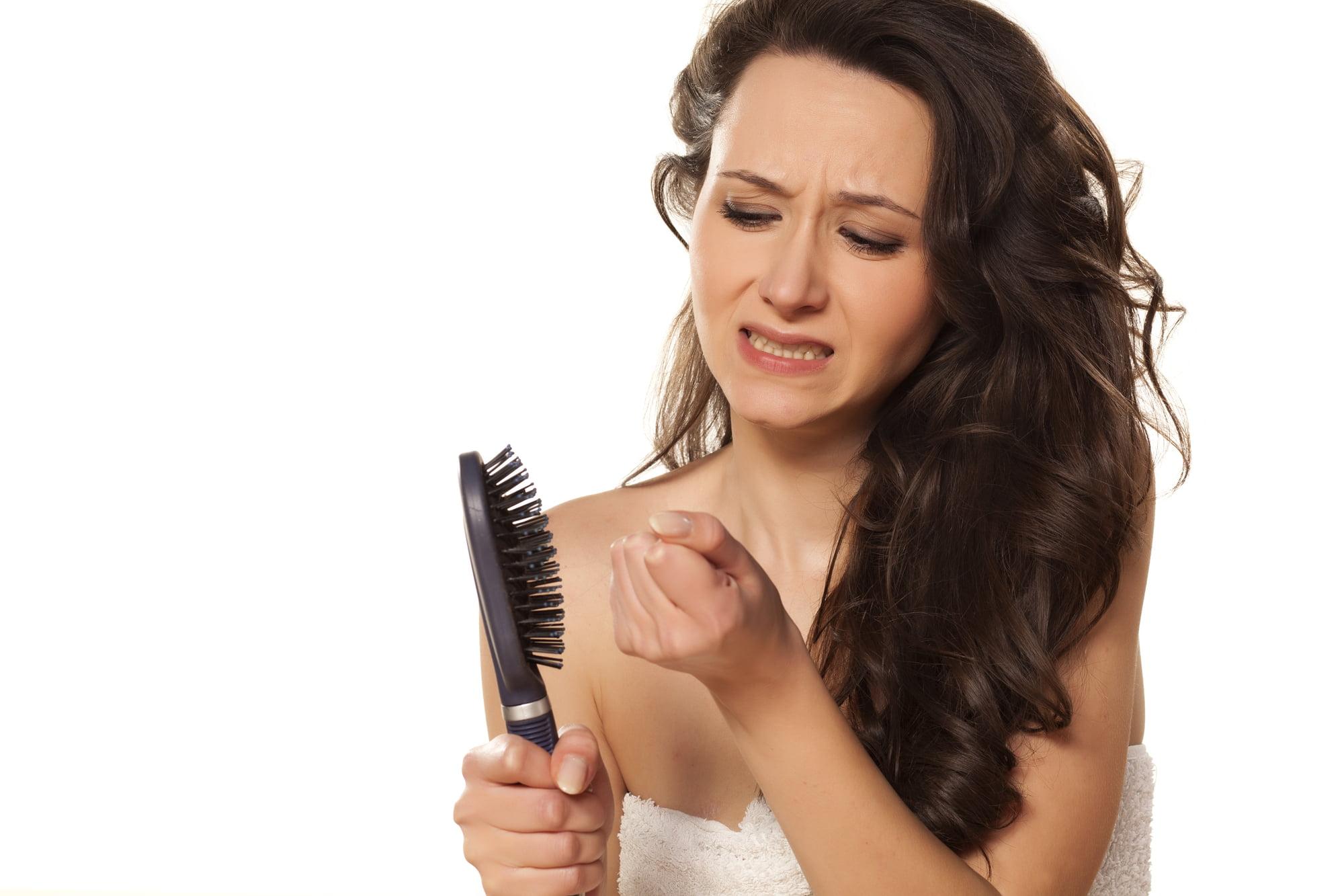 Дефицит каких витаминов приводит к выпадению волос