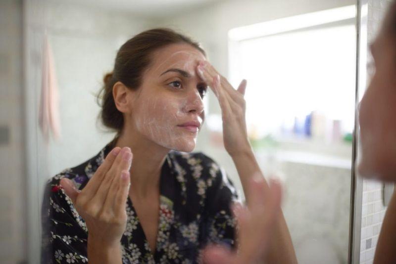 Сухость кожи и волос после черного мыла