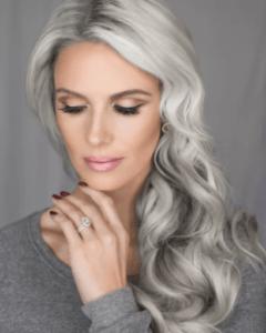 локоны седые волосы