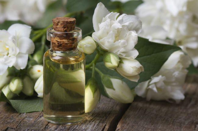 Эфирное масло жасмина для волос