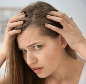 причиной выпадения волос у молодых женщин