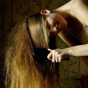 Пушатся волосы что делать