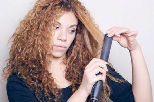 Сухие волнистые волосы утюжком
