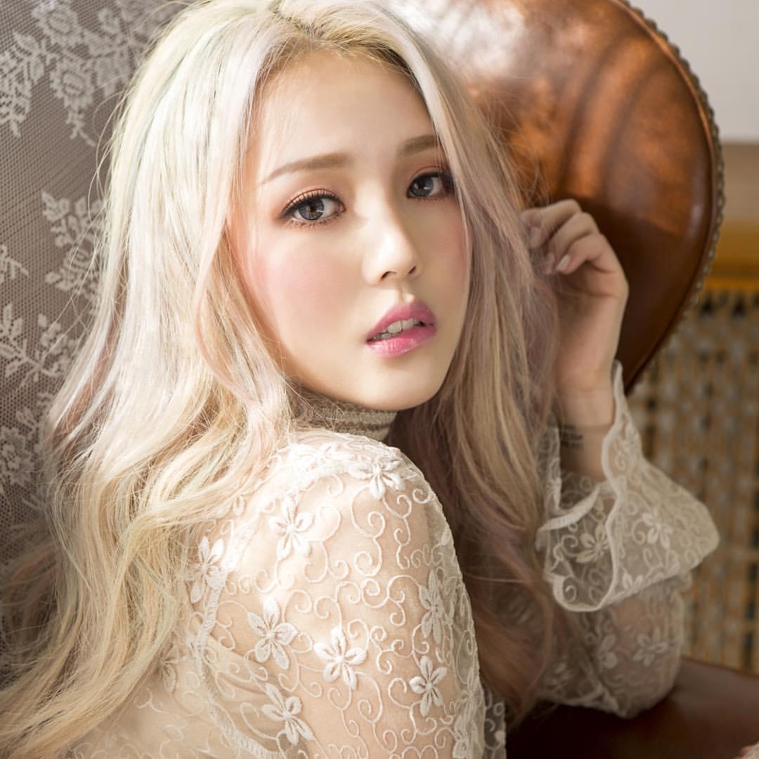 фото китаянка с белыми волосами