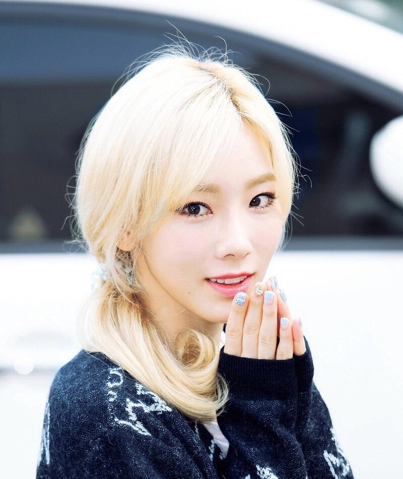 фото кореянка с белыми волосами