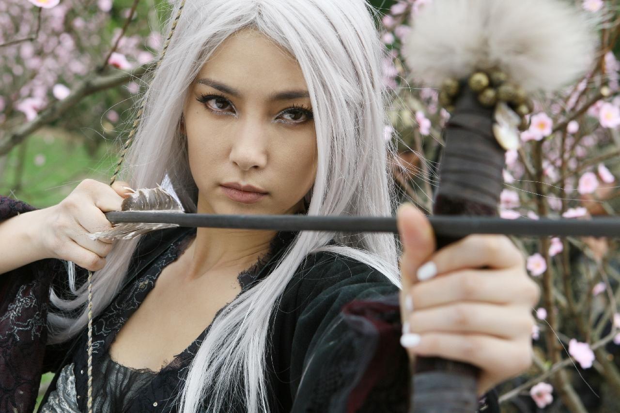 Китаянка с белыми волосами