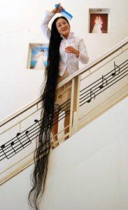 Китаянка с самыми длинными волосами