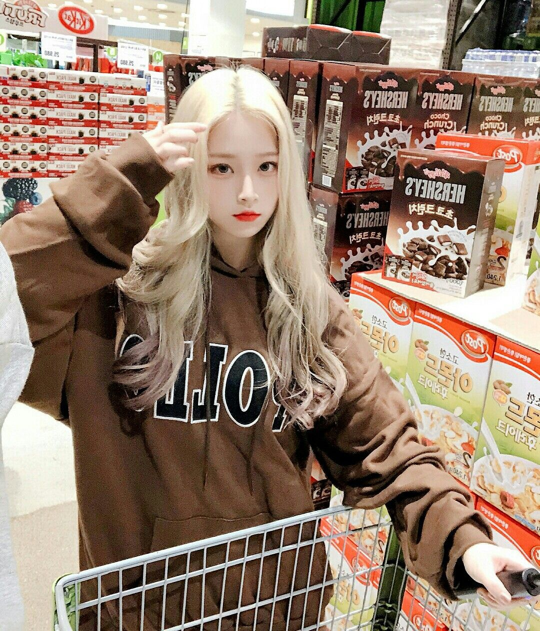 Кореянка с белыми волосами девушка