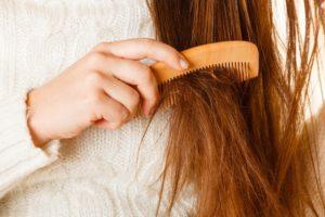 Распутывание сухих волос