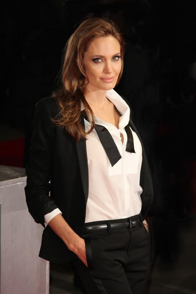 Анджелина Джоли с каштановыми волосами