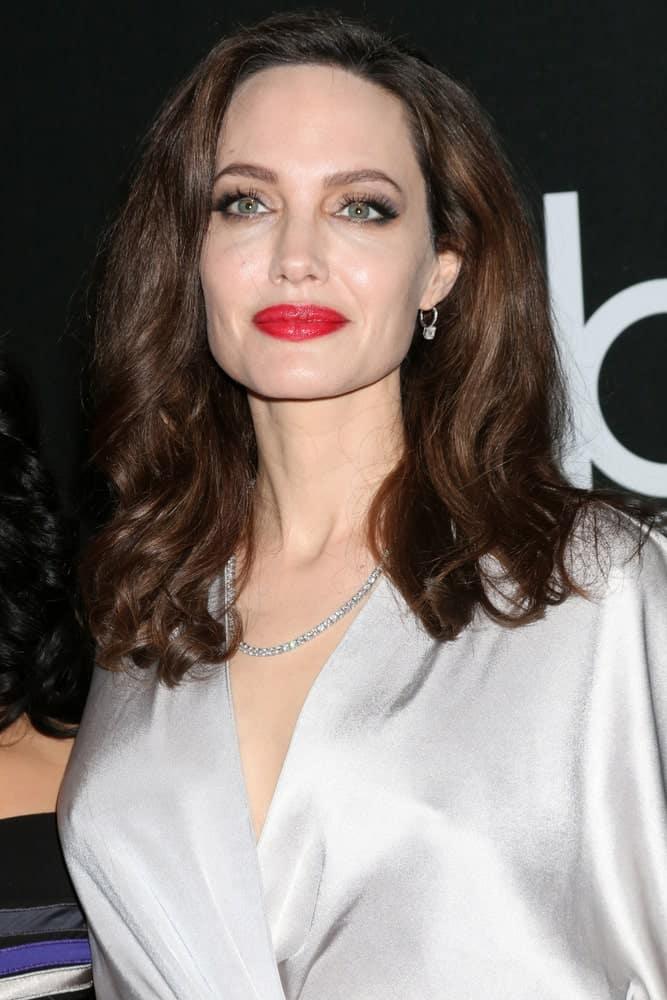 Анджелина Джоли с прической средней длины