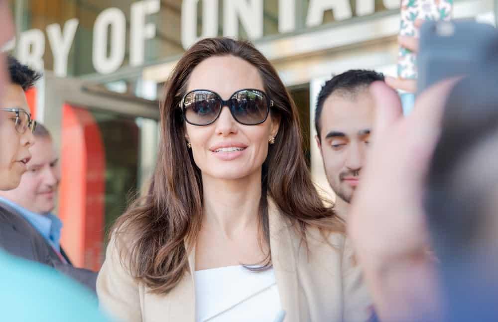 Анджелина Джоли с распущенными волосами