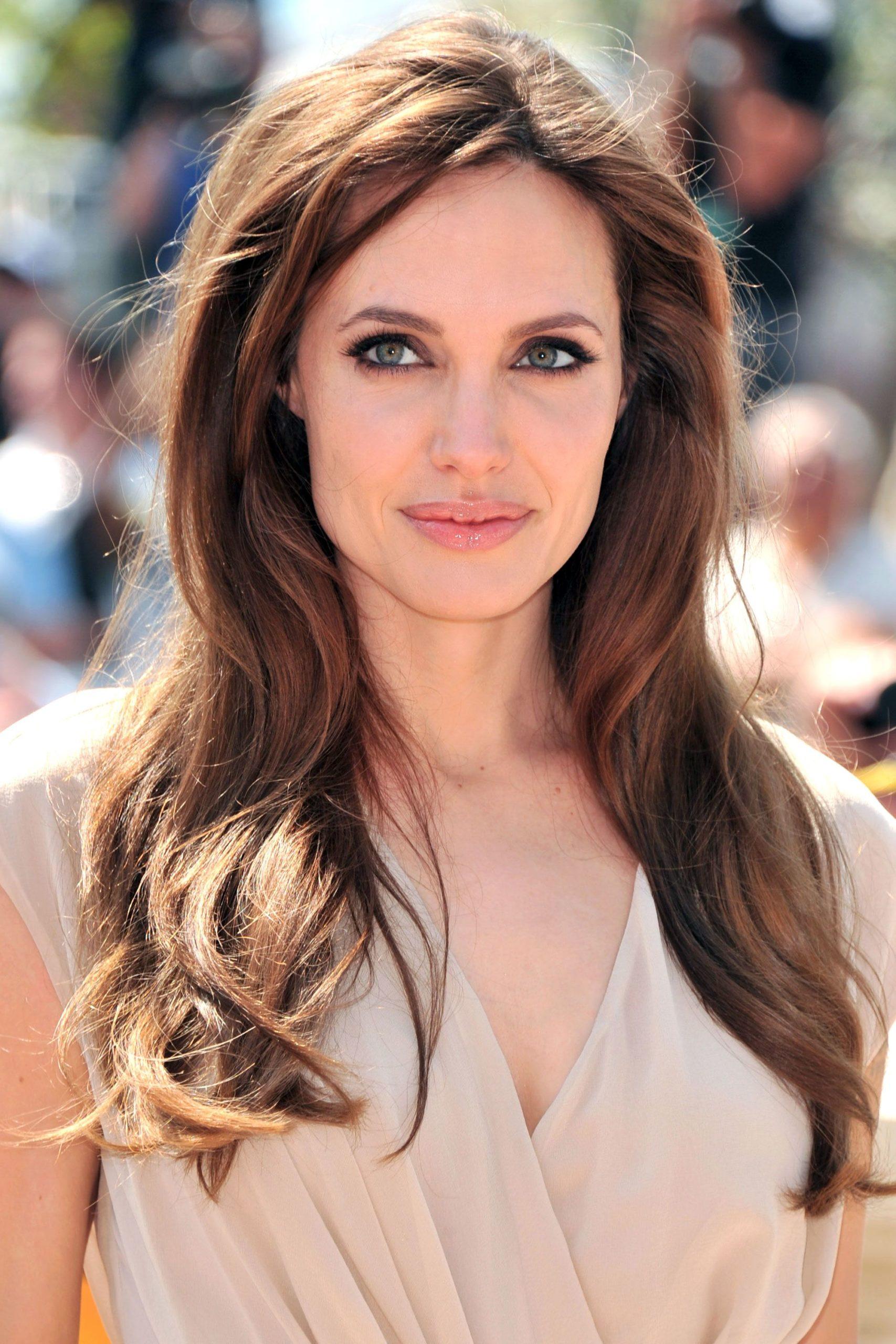 Анджелина Джоли волосы какие
