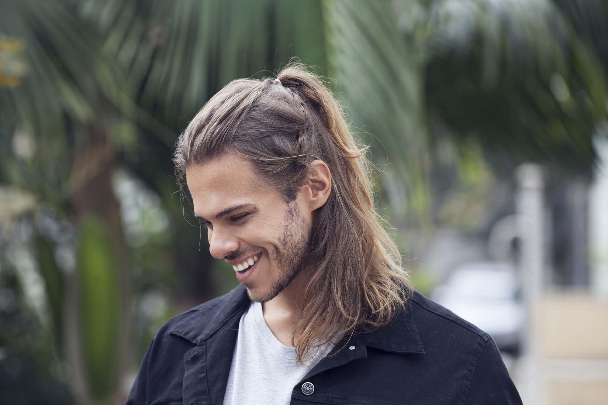 Длинные волосы у мужчин красивые