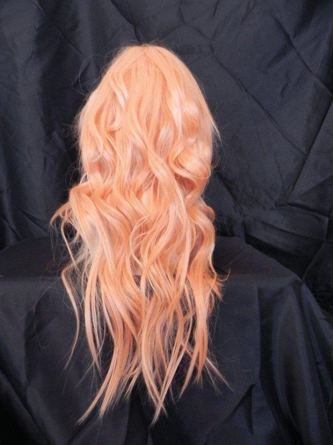 Абрикосовый цвет волос