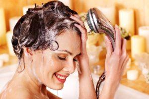 очищать кожу головы