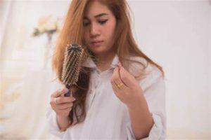 Постоянное выпадение волос у женщин