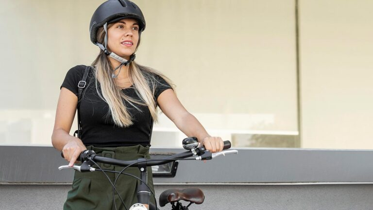 Прическа для катания на велосипеде