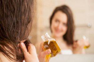 Смазывать волосы маслом