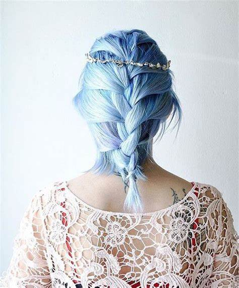 Светло-голубые волосы