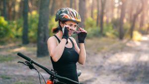 Волосы после снятия шлема для велосипеда