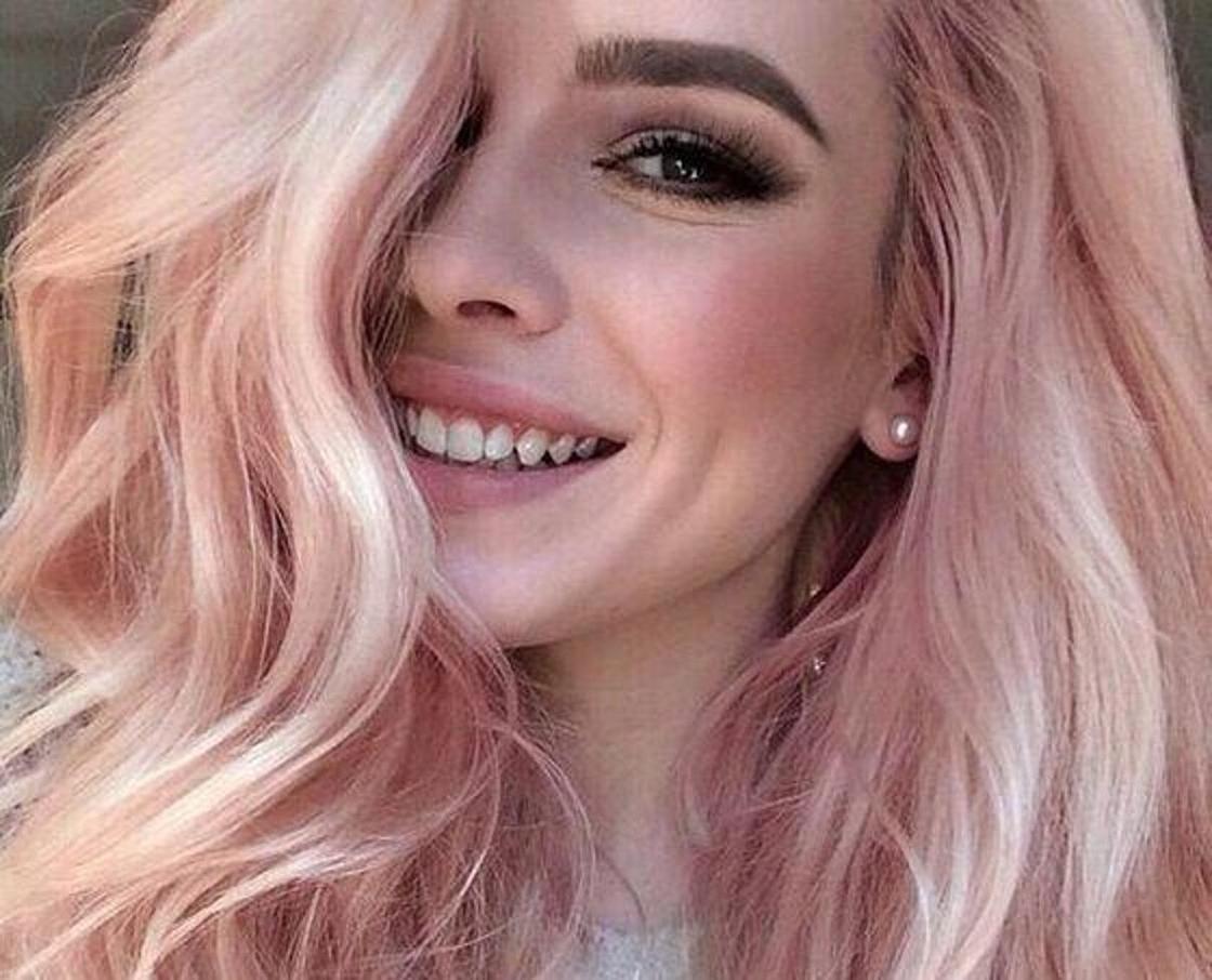 Нежно-розовый цвет волос