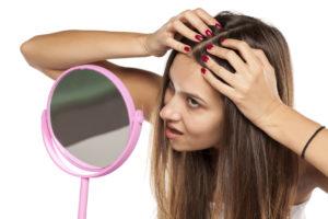 Почему жирнеют волосы